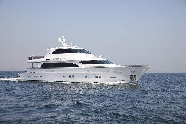 Horizon Premier 105 Motor Yacht