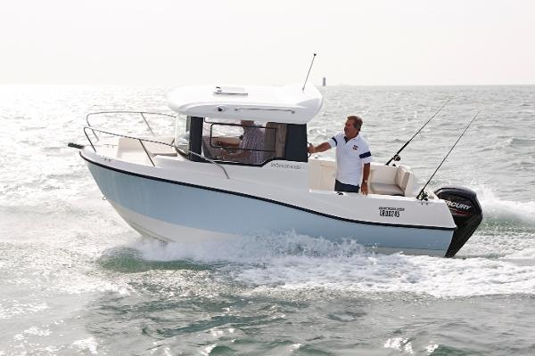 Quicksilver Captur 555 Pilothouse Quicksilver Captur 555 Pilothouse