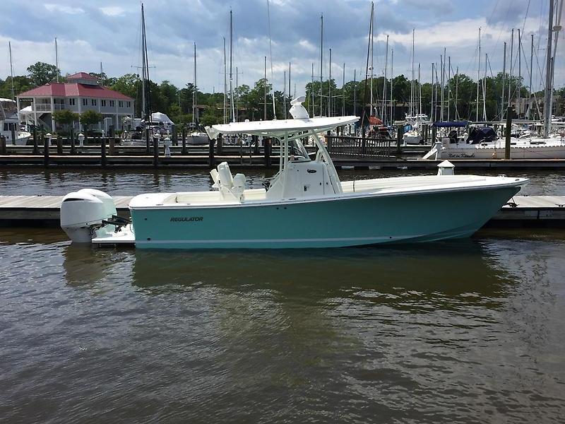 Regulator 28 Starboard Side Profile