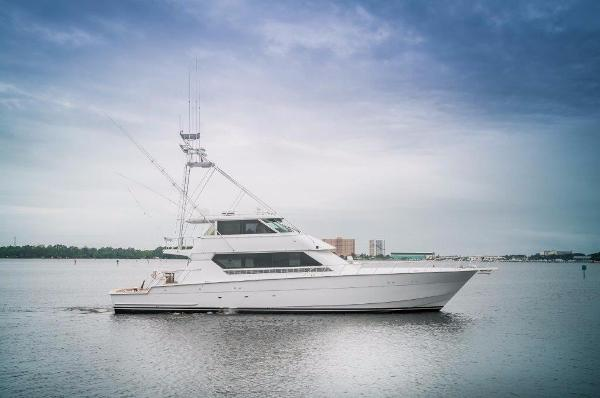 Hatteras 82 Convertible Starboard Profile