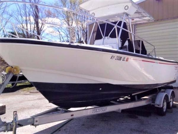 Boston Whaler 24 Outrage Profile
