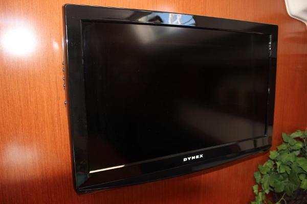 Flatscreen TV/DVD