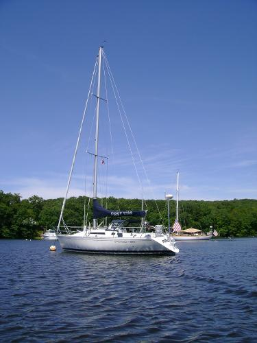 Beneteau First 325 At anchor