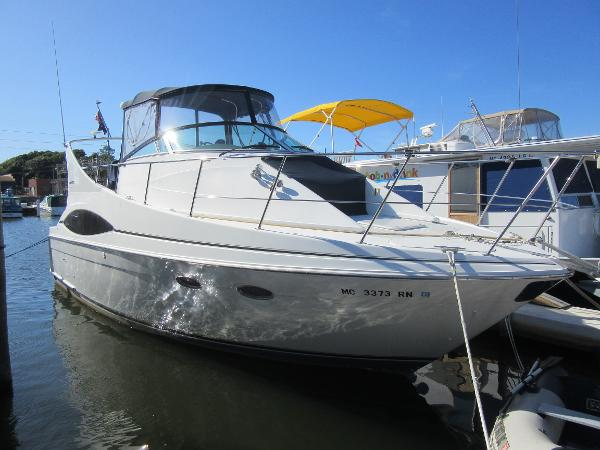 Carver 350 Mariner DOCKSIDE PROFILE