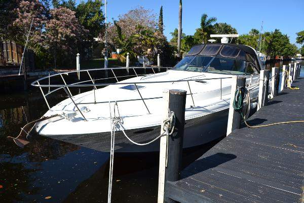 Sea Ray 410 Express Cruiser Port Bow