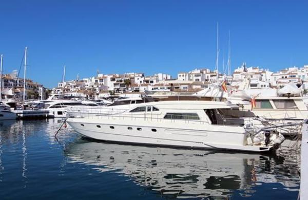Ferretti Yachts Altura 58