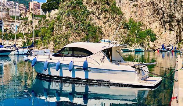 Riviera 3600 Sport Yacht 10