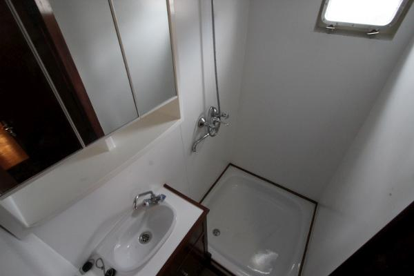 Ensuite shower to master cabin