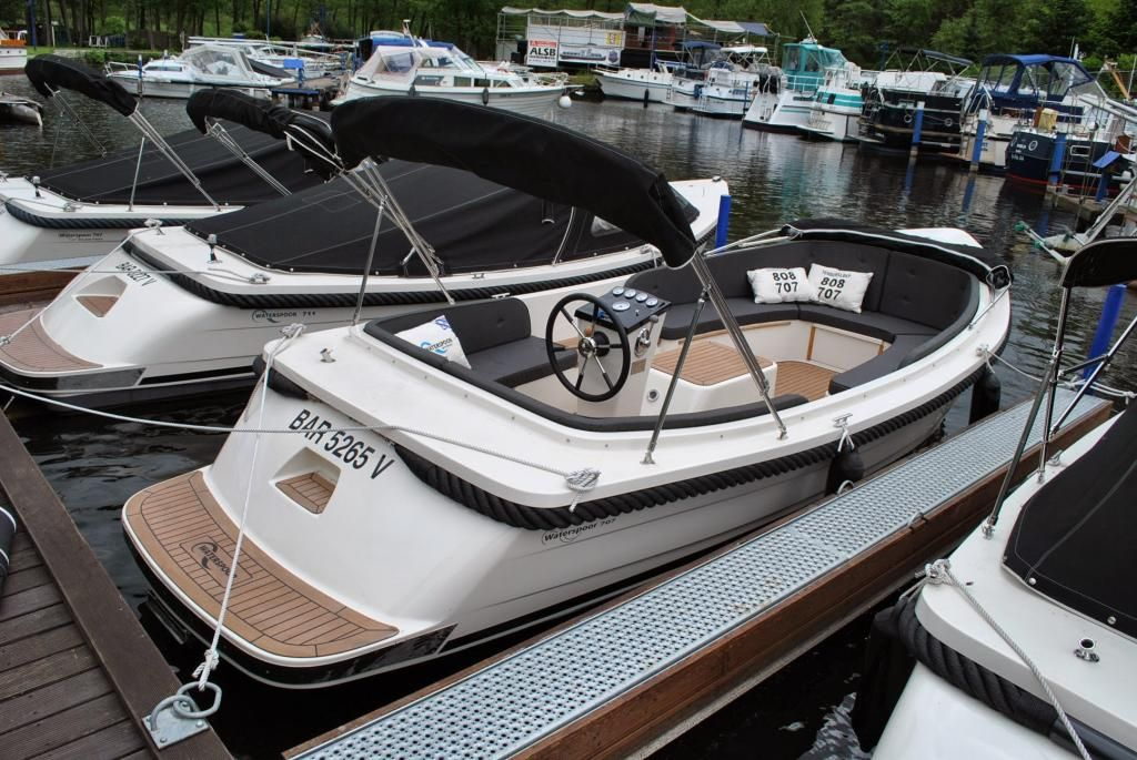 Waterspoor Tuckerboot 707