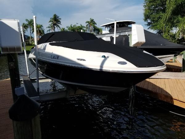Sea Ray 220 Sundeck Starboard Dock Side View
