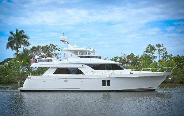 Ocean Alexander 70 PILOT HOUSE Starboard Profile