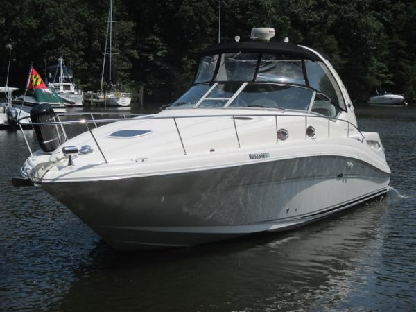 Sea Ray 340 Sundancer Port Bow