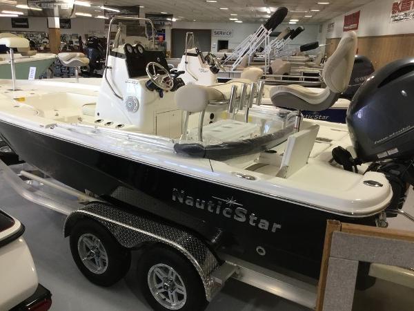 NauticStar 215 XTS