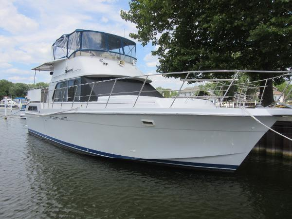 Chris-Craft 426 Catalina DOCKSIDE PROFILE
