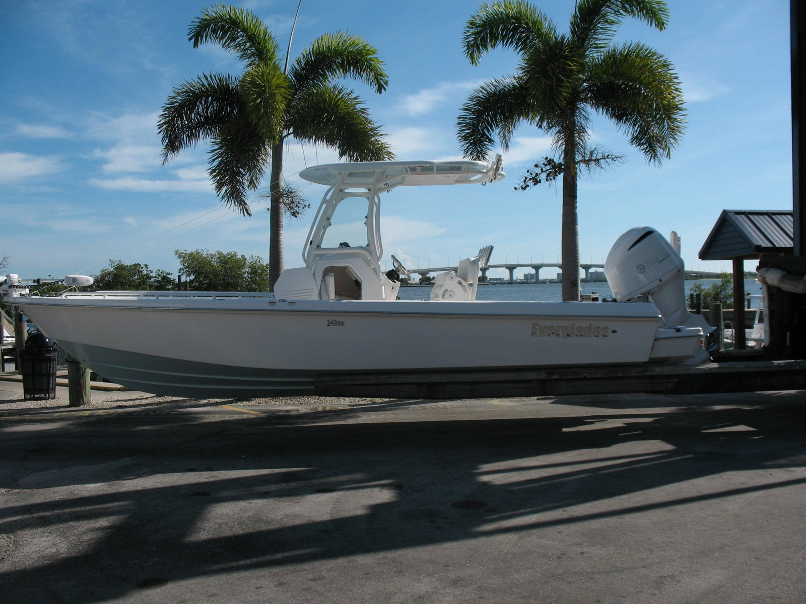 Everglades Center Console 243 CC