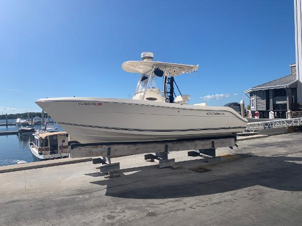 Cobia 237 Center Console Port Profile