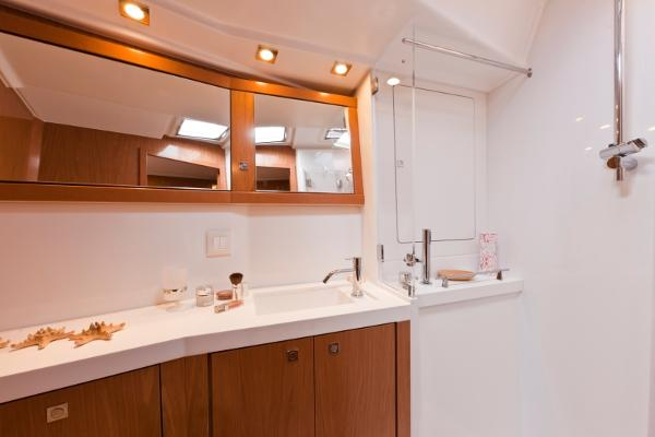 Heads compartment/ shower
