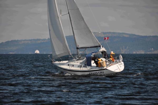 Ericson 32-3 Under Sail