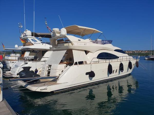 Cayman Yachts 62 FLY