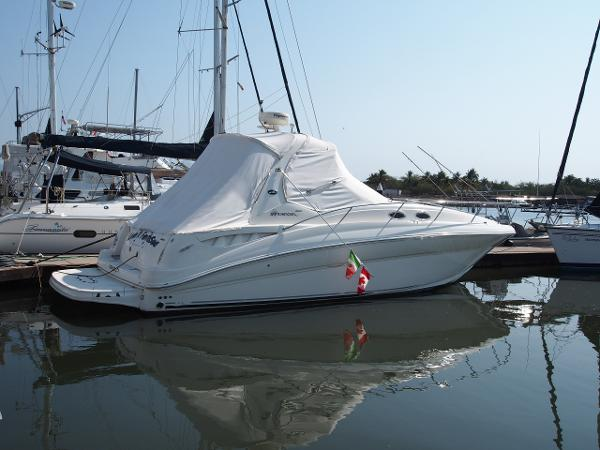 Sea Ray 320 Sundancer Starboard Side