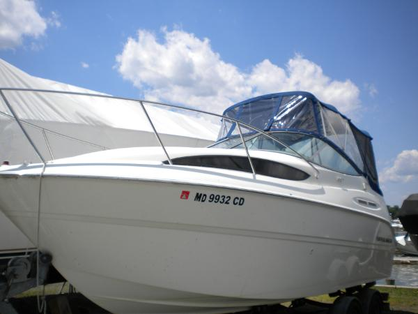 Bayliner 245 Cruiser Side View
