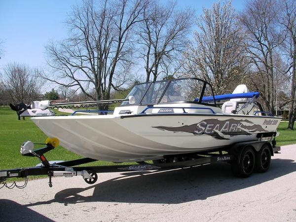 SeaArk ProCat 200