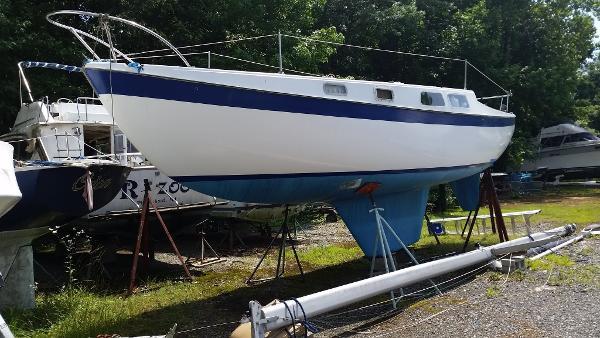 Cal Yachts 28