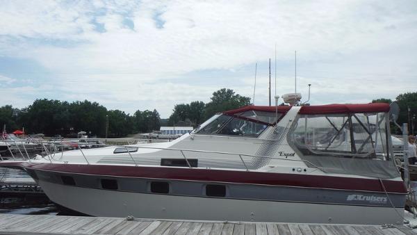 Cruisers 3370 Esprit Profile