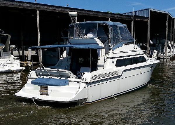 Carver 38 Santego Starboard Stern