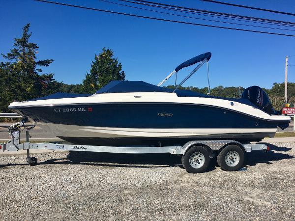 Sea Ray SPX 210 Outboard