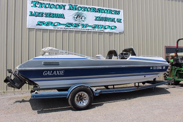 Galaxie Boat Works Deckboat