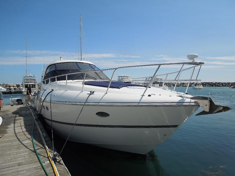 Cruisers Yachts 520 Express DSCN7018.JPG