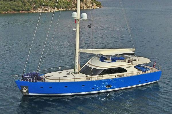 Custom Mural Yachts Custom-Build Exterior