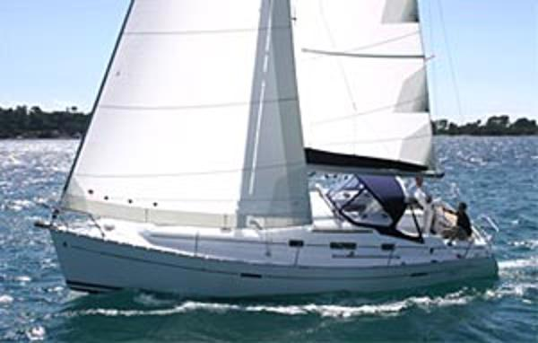 Beneteau Oceanis Clipper 343 Bowling along in the sun