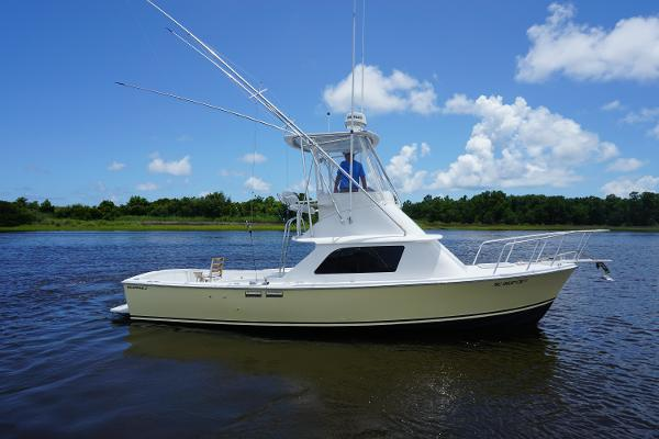Bertram 31 Flybridge Cruiser Starboard Profile