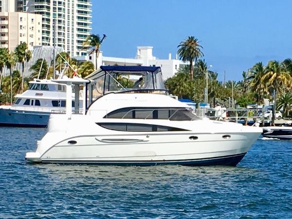 Meridian 368 Motoryacht Starboard Profile