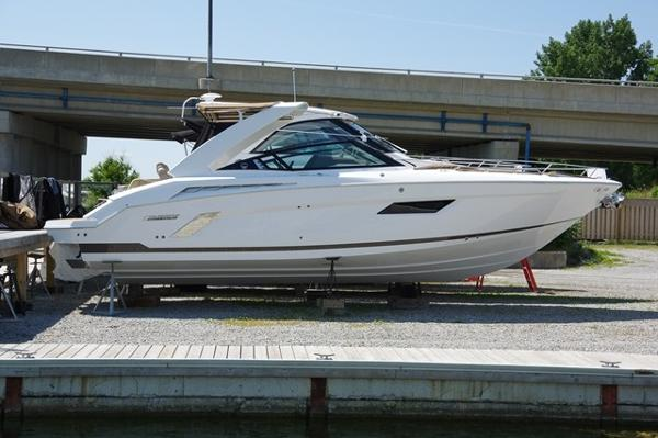 Cruisers Sport Series 328 Bow Rider