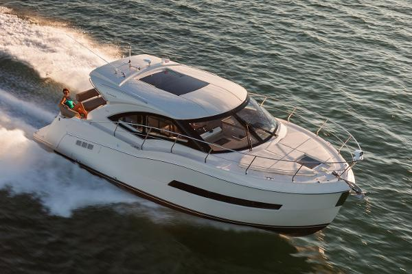 Carver C37 Coupe Sistership Photo