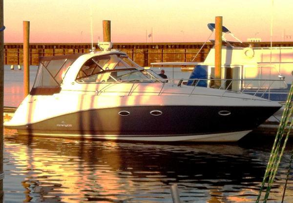 Rinker 350 Express Cruiser