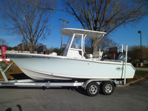 Sea Hunt Ultra 211 PORT ON TRAILER