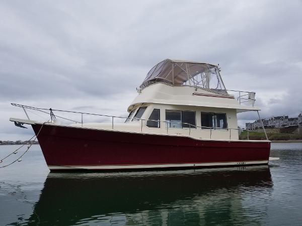 Mainship 34 Sedan Profile