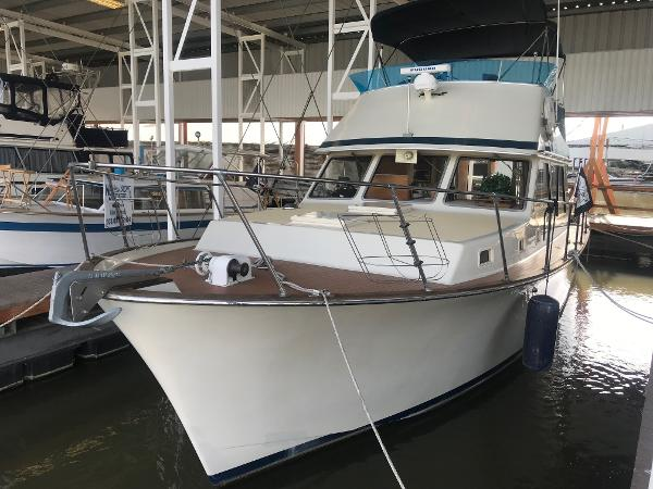 Tollycraft 37 Convertible Port Quarter