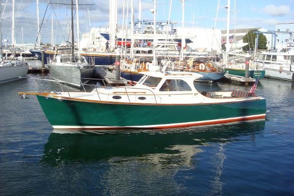 Hinckley Picnic Boat Classic Fins