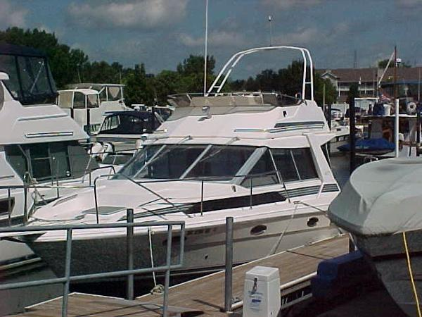 Bayliner 3460 Trophy Convertible 1989 Bayliner 3460 Convertible