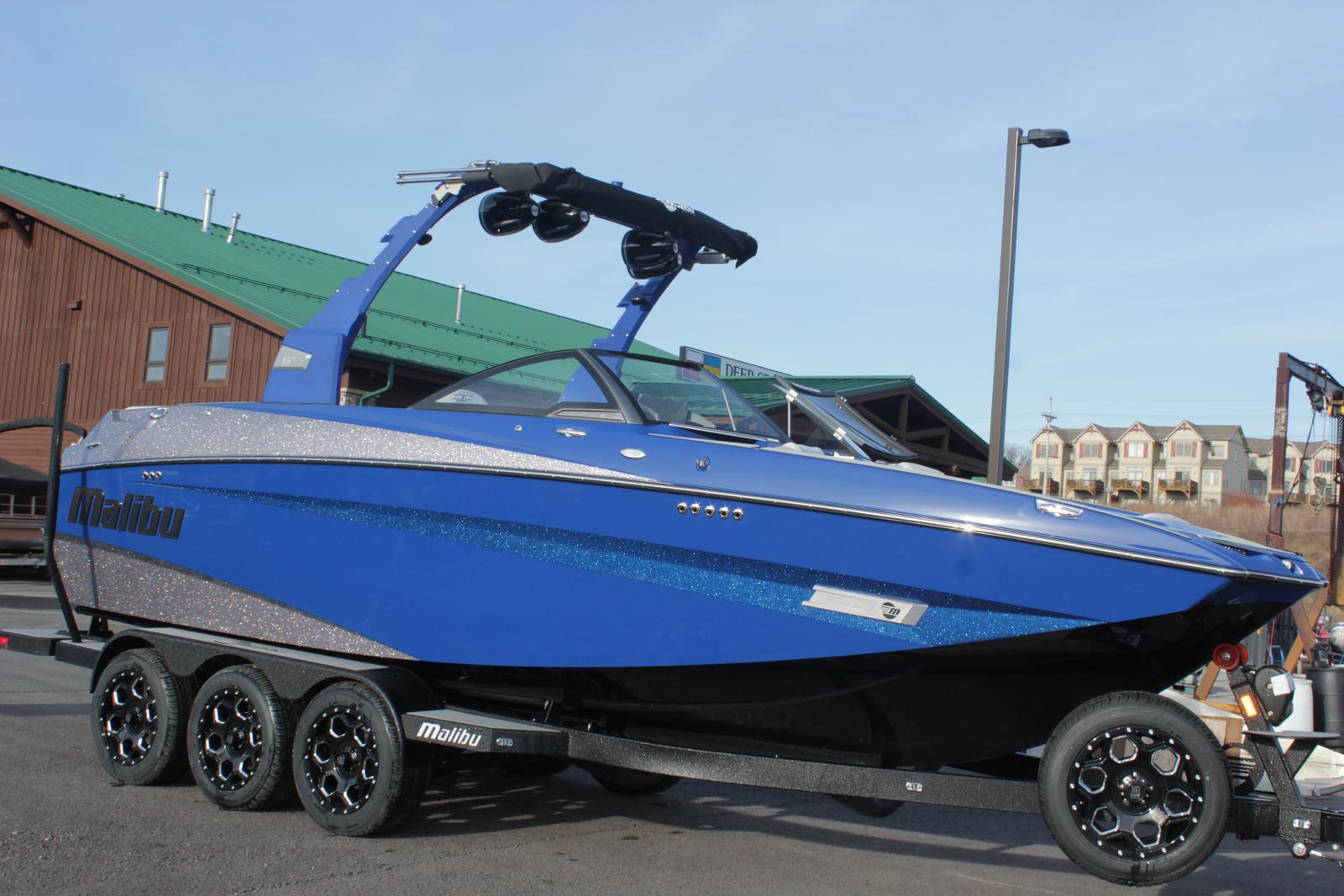 Malibu Boats LLC M235 WAKESETTER