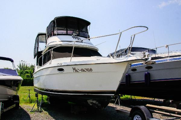 Prowler Sundeck 9M Starboard Bow