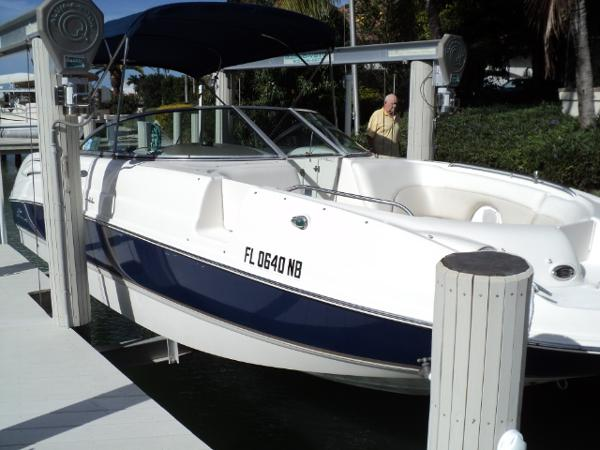Chaparral Sunesta 274 Bow profile