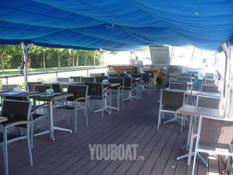 Peniche PENICHE restaurant a quai