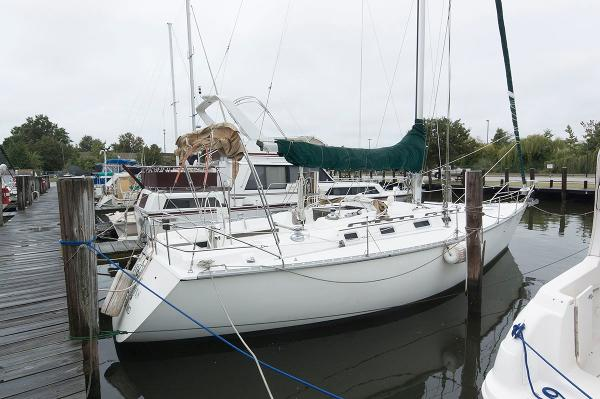 Hunter 40 Legand Sloop Profile