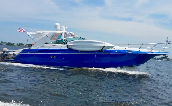 Cruisers Yachts 4270 Express Profile